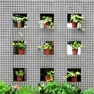 Source: http://tokyo-diy-gardening.org/category/garden-types/vertical-gardens/green-walls/