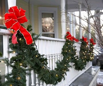 Outdoor Xmas Decorations - BetterHomesandGarden
